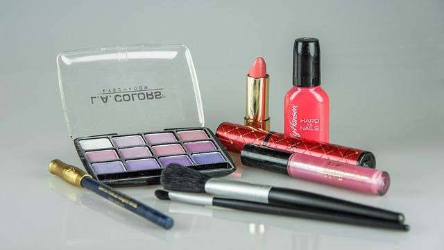 Objevte kouzlo nahého make-upu!